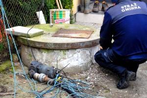 foto: SG - studnia, do której spływały zanieczyszczenia z innej posesji